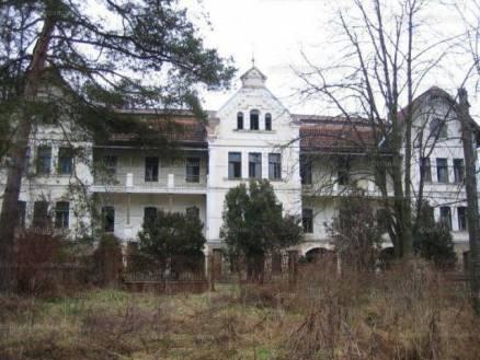 Családi ház eladó Komló, 1700 négyzetméteres