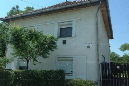 Eladó családi ház Tiszaföldvár a Kürti úton, 2 szobás