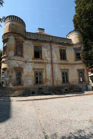 Eladó családi ház, Veszprém, 35 szobás