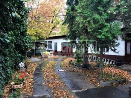 Budapesti eladó családi ház, 3 szobás, 69 négyzetméteres