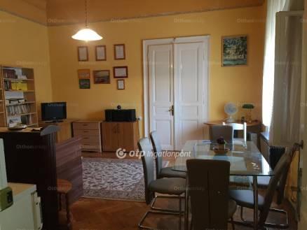 Eladó lakás Kaposvár a Fő utcában, 2 szobás