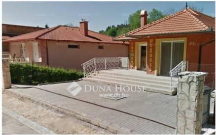 Veszprémi családi ház eladó a Fenyves utcában, 180 négyzetméteres