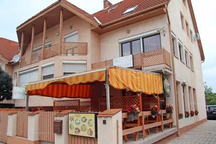 Siófok 9 szobás családi ház eladó a Sziget utcában 3-ban