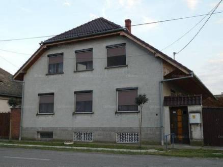 Fajszi eladó családi ház, 8 szobás