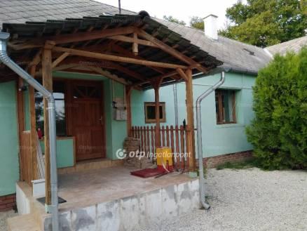 Veszprémi eladó ház, 2 szobás, 80 négyzetméteres