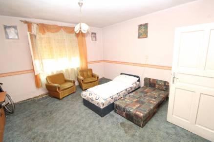 Eladó ház Chernelházadamonya, 2 szobás