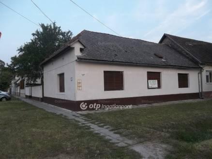 Eladó ház, Szekszárd, 2+2 szobás
