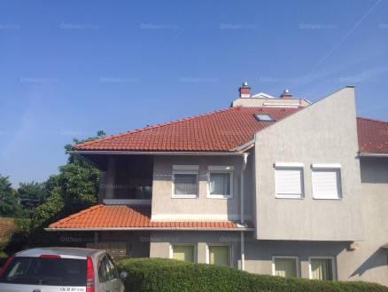 Veszprémi eladó lakás, 3 szobás, Kádártai út