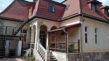 Eladó családi ház, Keszthely, 8+2 szobás