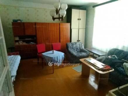 Eladó családi ház Fegyvernek, 2 szobás