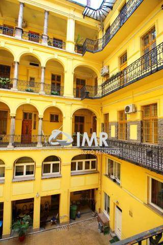 Budapesti eladó lakás, 1 szobás, 58 négyzetméteres