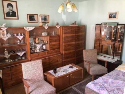 Eladó családi ház Nyergesújfalu, 2 szobás