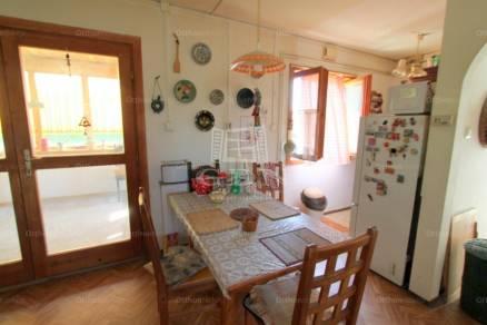 Velence családi ház eladó, 1+2 szobás