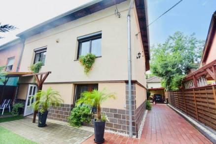 Budapesti családi ház eladó, Óhegyen, Harmat utca, 7+2 szobás