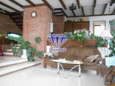 Budapest eladó családi ház, Péterhegy, Kápolna köz, 368 négyzetméteres