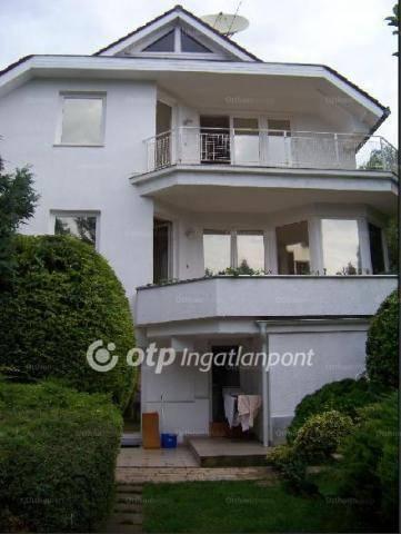 Eladó 11+1 szobás családi ház Remetekertvárosban, Budapest, Máriaremetei út