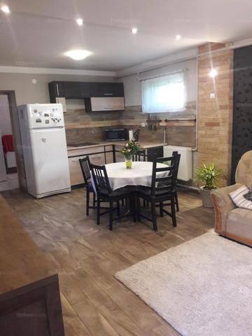 Eladó családi ház Tác, 1+1 szobás