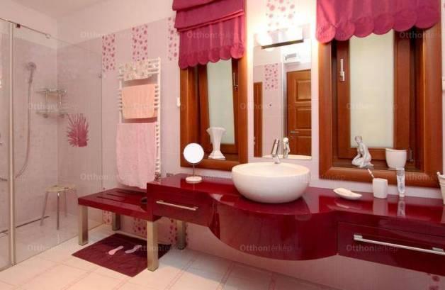Vonyarcvashegyi eladó családi ház, 6 szobás, 380 négyzetméteres