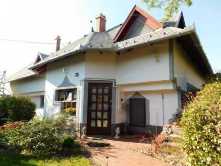 Eladó 6+2 szobás családi ház Balatonalmádi