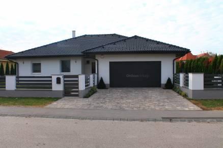Családi ház eladó Kaposvár - Békésy György utca, 172 négyzetméteres