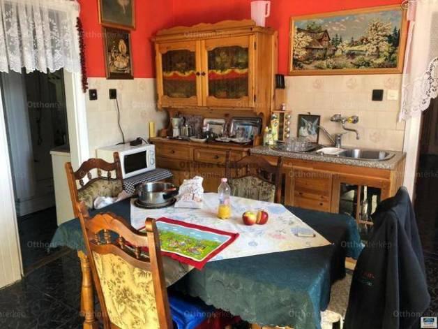 Sümegi eladó családi ház, 4 szobás, 190 négyzetméteres