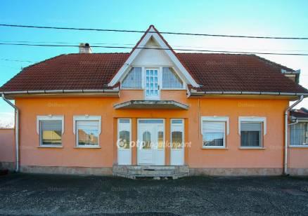 Eladó ház Jászfényszaru, 1+1 szobás