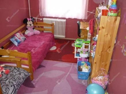 Debreceni eladó lakás, 4 szobás, 70 négyzetméteres
