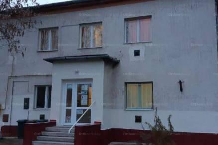 Taszári kiadó lakás, 12 szobás, Lakótelep