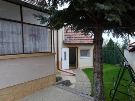 Balatonfüredi családi ház eladó, 62 négyzetméteres, 3 szobás