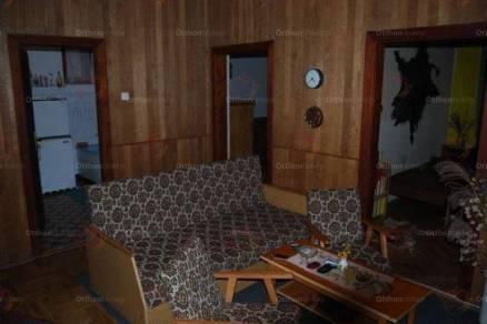 Csokonyavisontai eladó nyaraló, 2 szobás, 67 négyzetméteres