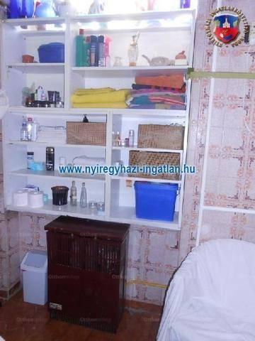 Nyíregyházai eladó családi ház, 1+2 szobás, 100 négyzetméteres