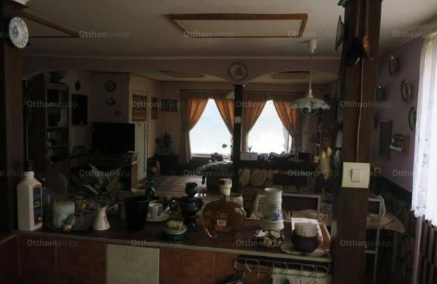 Szigetszentmiklósi eladó családi ház, 1+2 szobás, a Süllő utcában