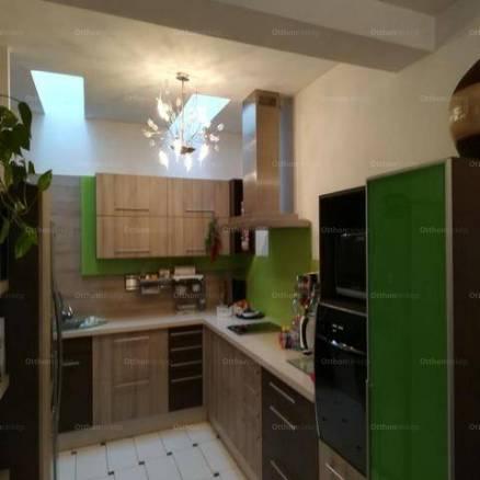 Székesfehérvári eladó családi ház, 2 szobás, 90 négyzetméteres