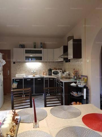 Debreceni családi ház eladó, 160 négyzetméteres, 5 szobás