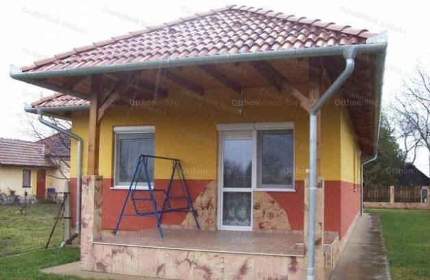 Rákóczifalvai eladó családi ház, 3 szobás, 68 négyzetméteres