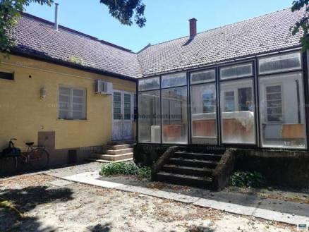 Eladó családi ház Jánoshalma, 5+1 szobás