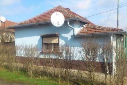 Családi ház eladó Törökszentmiklós, 53 négyzetméteres