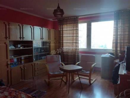 Eladó lakás Dunaújváros az Alkotás utcában, 2 szobás