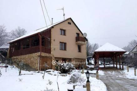 Miskolci eladó családi ház, 6 szobás, az Orgona utcában