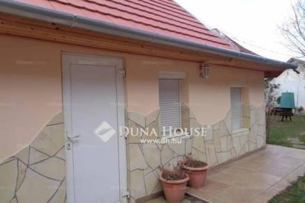 Eladó családi ház Balatonújlak, 4+2 szobás
