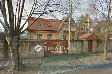 Budapest eladó családi ház Csillaghegyen, 400 négyzetméteres