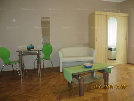 Pécs 1 szobás lakás eladó a Papnövelde utcában