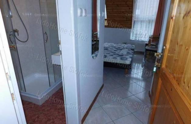 Balatonszárszó nyaraló eladó, 8+3 szobás