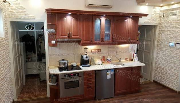 Siófoki családi ház eladó, 344 négyzetméteres, 6 szobás