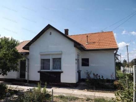 Eladó családi ház, Kőröshegy, 2 szobás