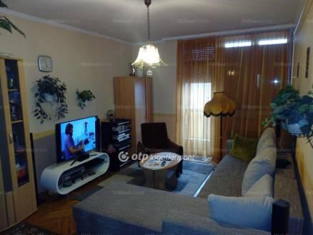 Békéscsabai lakás eladó a Kazinczy lakótelepen, 55 négyzetméteres