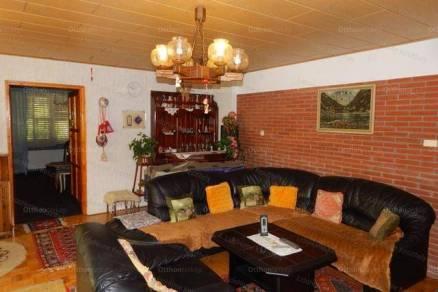 Balatonberényi családi ház eladó, 212 négyzetméteres, 5 szobás
