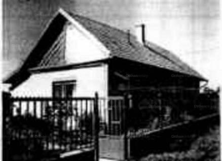 Jászapáti 2 szobás családi ház eladó a Busai utcában 13-ban