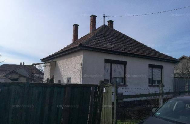 Eladó családi ház Berekböszörmény a Zrínyi utcában, 2 szobás