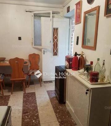 Pécsi eladó nyaraló, 1 szobás, a Darázs dűlőn